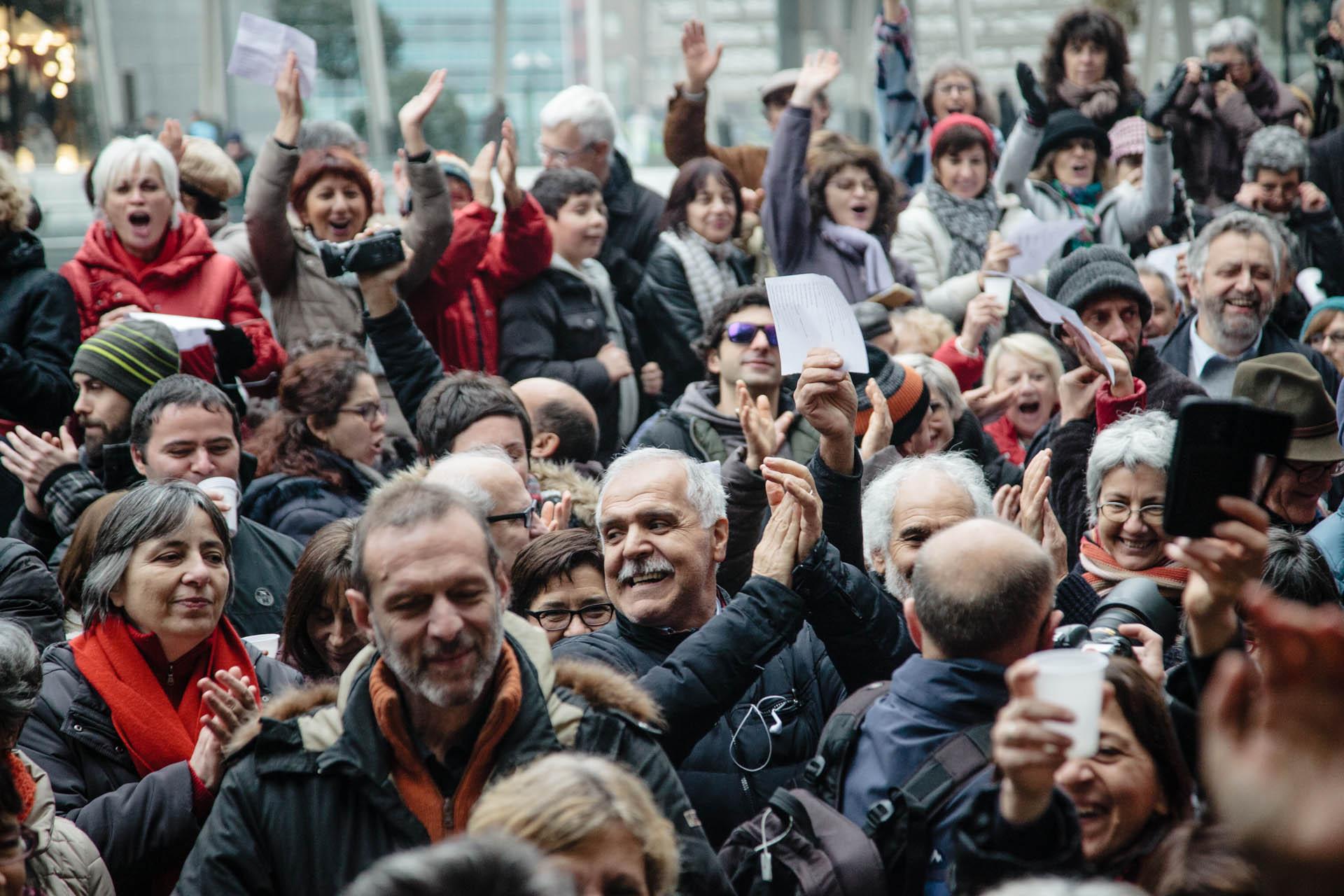 Brindisi per i 40 anni dalla fondazione di Radio Popolare. Milan