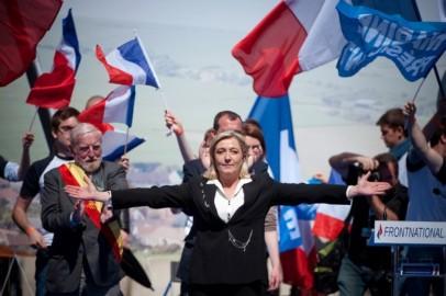 Marine-Le-Pen-veut-recuperer-les-decus-de-Francois-Hollande_article_popin