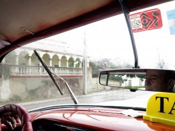 Il taxi di Ferdinando sotto la pioggia