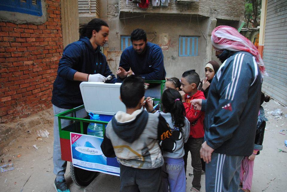 Il carretto che vende il gelato in un quartiere povero del Cairo