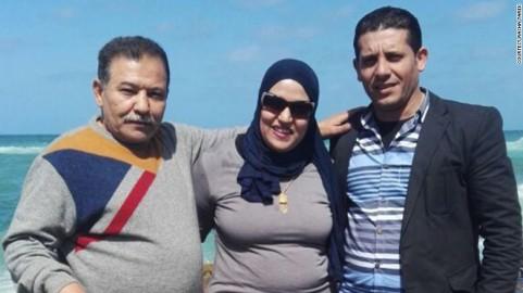 Rasha Tarek assieme al padre e al marito, uccisi dalla polizia