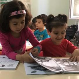 Bambine siriane a Kaos Qurah, un'associazione siriana che recupera i bambini di strada a Gaziantep in Turchia