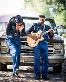 """""""Jock Webb e Clarence Davis nella fattoria di Davis, a Union, in Alabama. Foto di Roger Stephenson."""""""