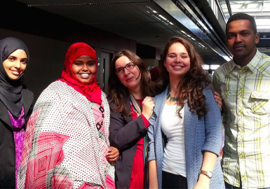 Raffaella Bianchi (al centro) con i suoi studenti in Turchia
