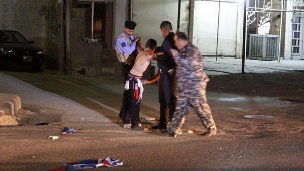 Il bambino kamikaze fermato a Kirkuk prima che colpisse. Sopra la cintura esplosiva indossava una maglia di Messi