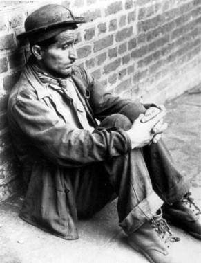 Lo sguardo perso di Rocco Romasco, uno dei 12 sopravvissuti. Archivio Nino Di Pietrantonio