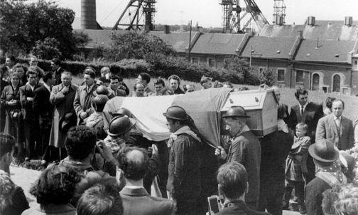 I primi funerali. Archivio Nino Di Pietrantonio