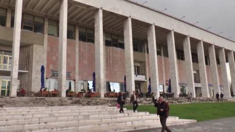 Il teatro dell'Opera di Tirana