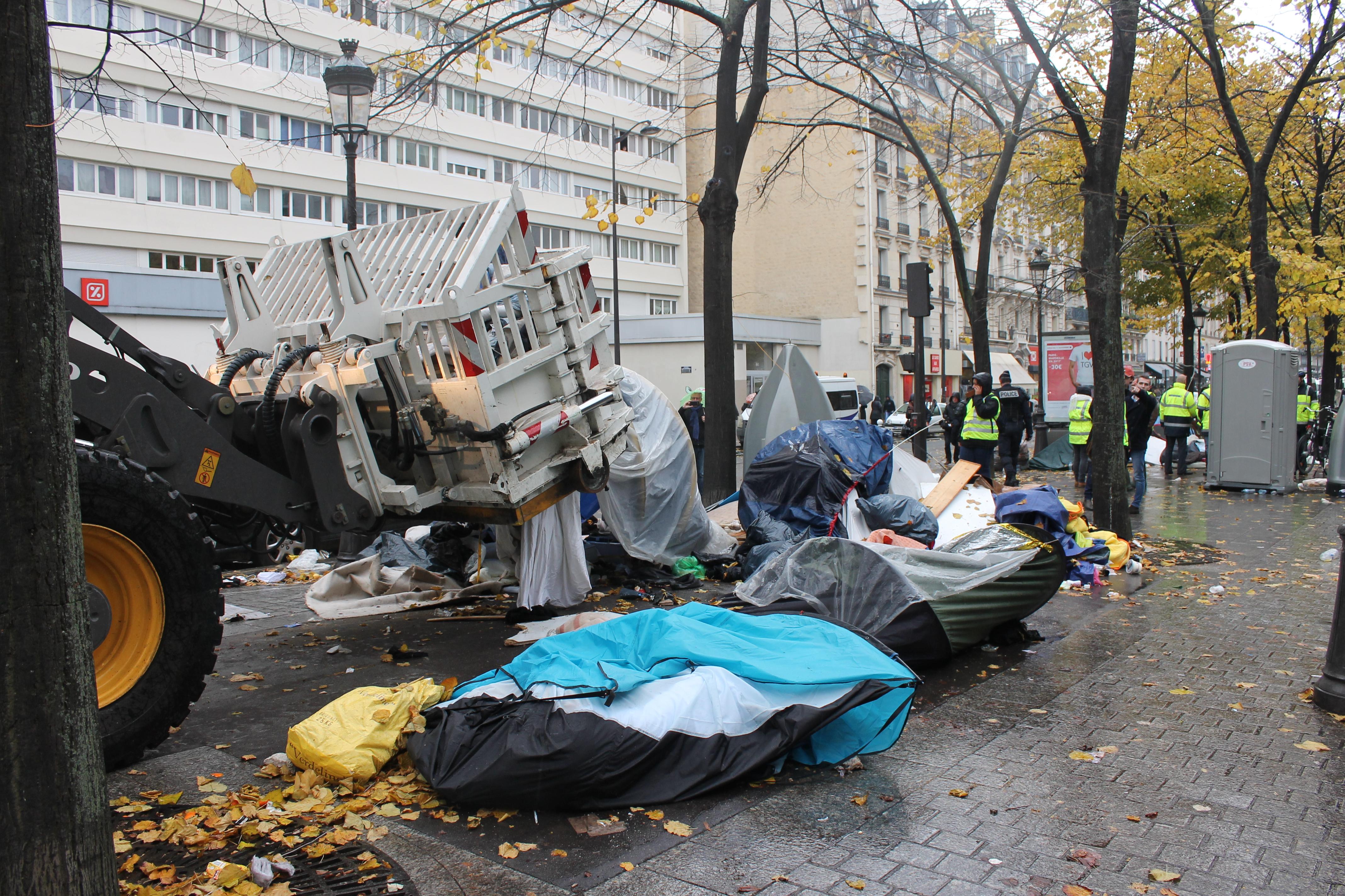 evacuazione-migranti-stalingrado-4-novembre-2