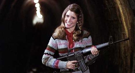 the-blues-brothers-carrie-fisher-gun