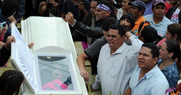 Il giorno dei funerali di Berta