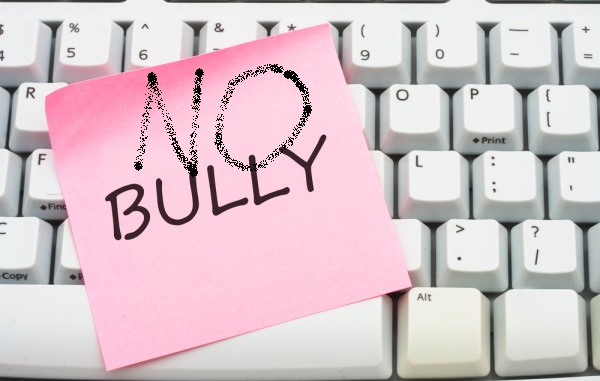 Piemonte supera Governo e avvia iter legge contro cyberbullismo