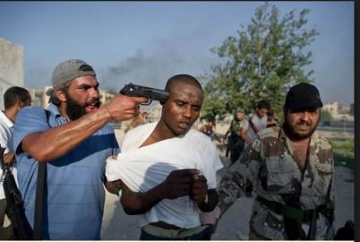 alessandro foto rifatta uomo con pistola
