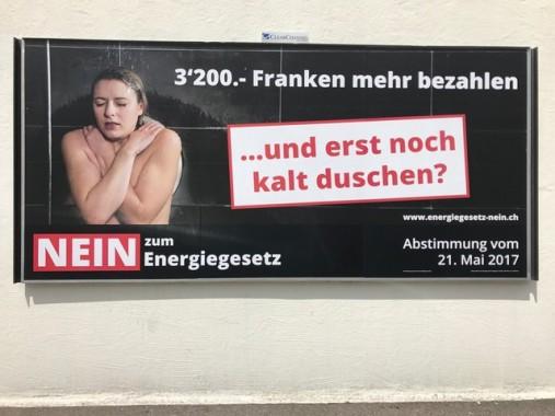 """""""Pagare 3200 franchi di più e poi dover anche fare la doccia fredda? No alla legge sulla energia!"""" Alcuni manifesti per il no alla legge sull'energia minacciano conseguenze terribili"""