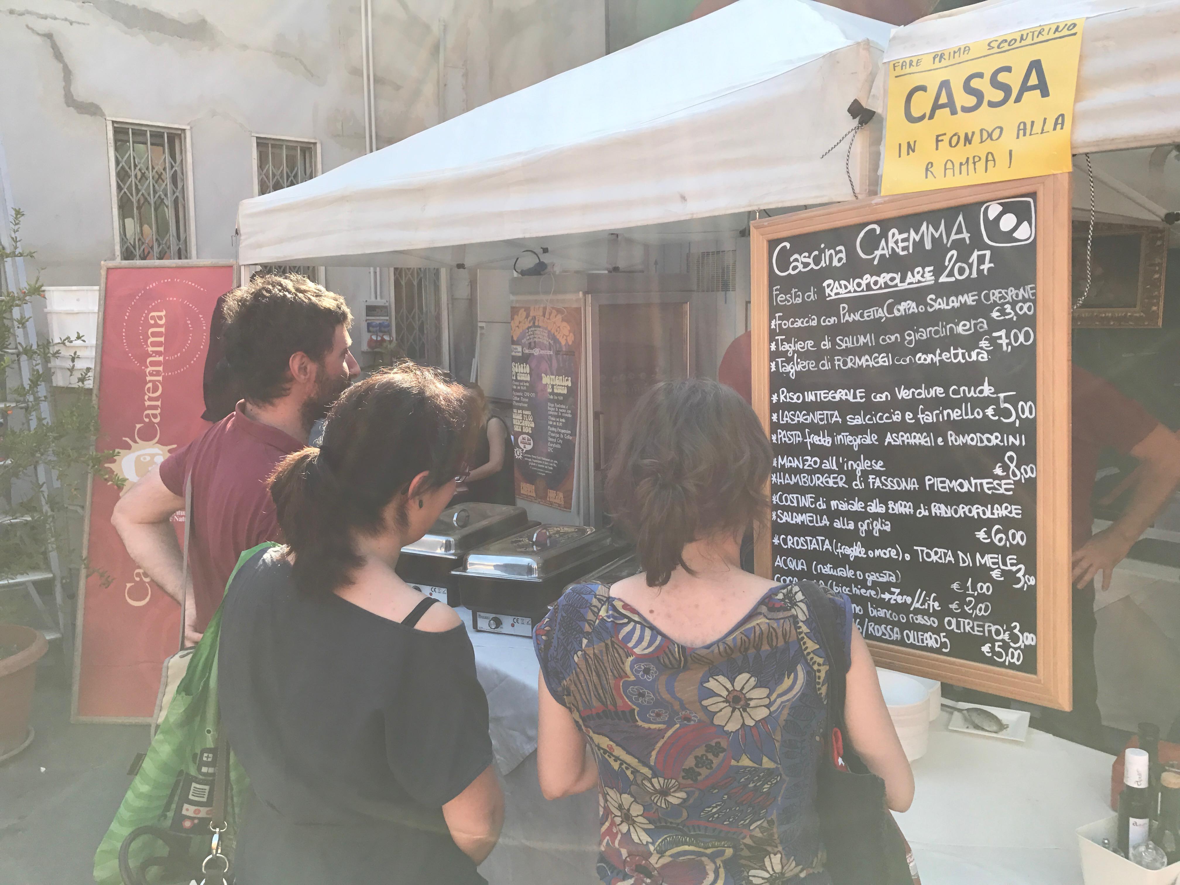 Il buonissimo cibo della Festa è stato preparato e servito dalla Cascina Caremma