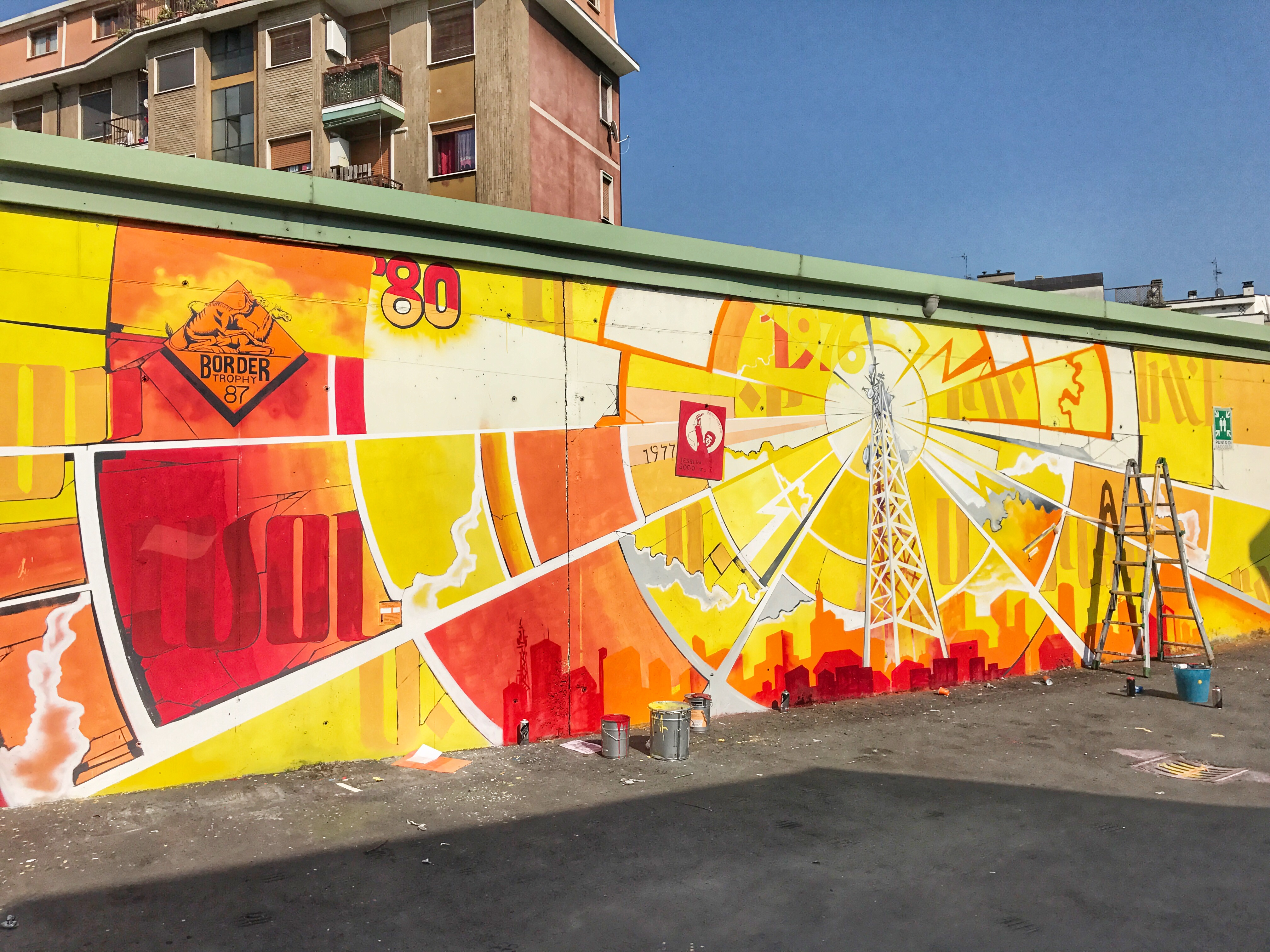 Il bellissimo murale che adorna da giovedì 8 giugno il cortile di via Ollearo