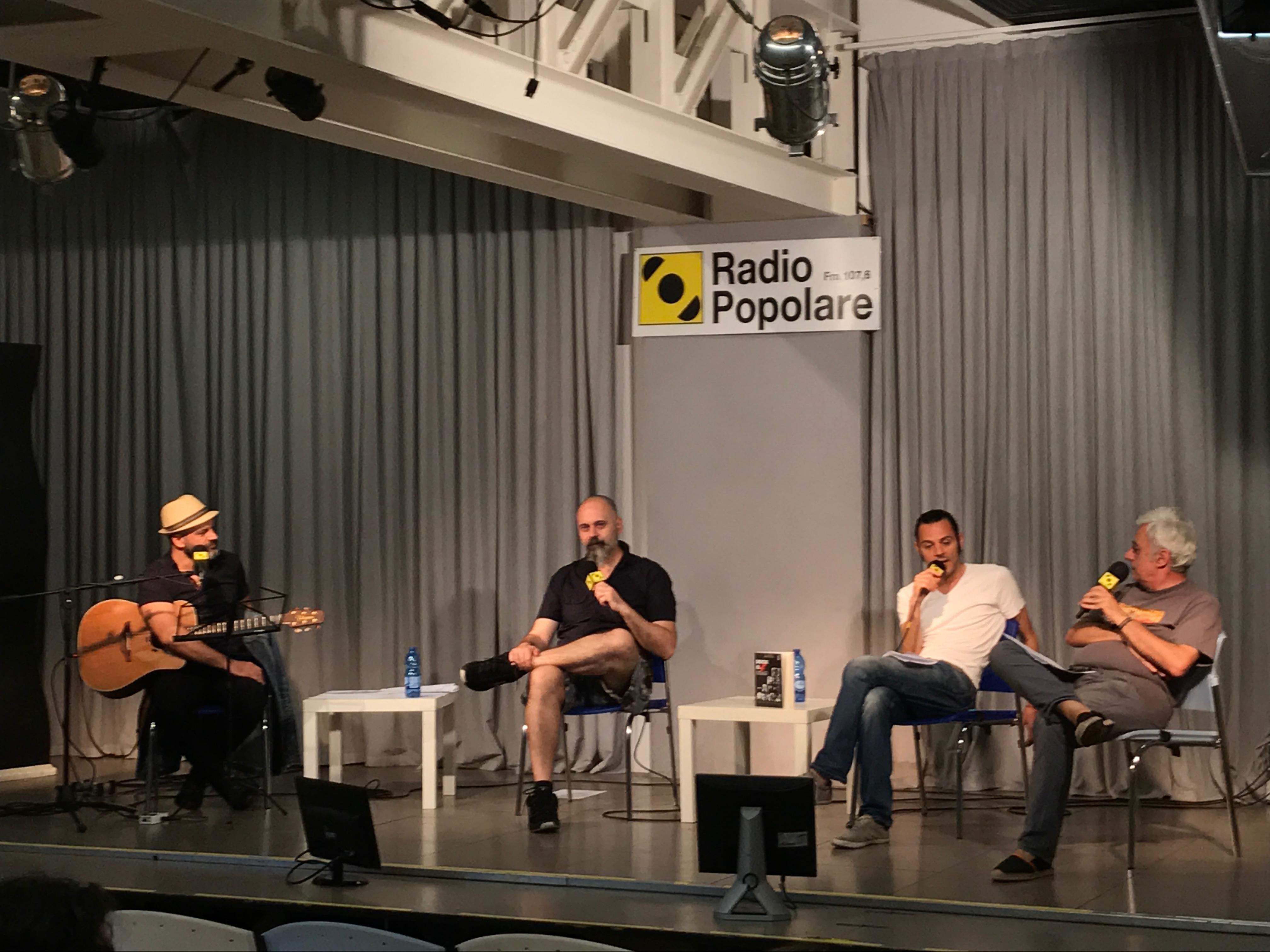 """Presentazione del libro """"Rock is dead"""". Claudio Agostoni dialoga con gli autori FT Sandman e Epish Porzioni. Il chitarrista Nicola Cioce eseguirà brani dei mitici protagonisti del libro."""