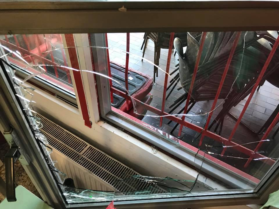 Vandalismi all'istituto Pedagogico della Resistenza a Milano