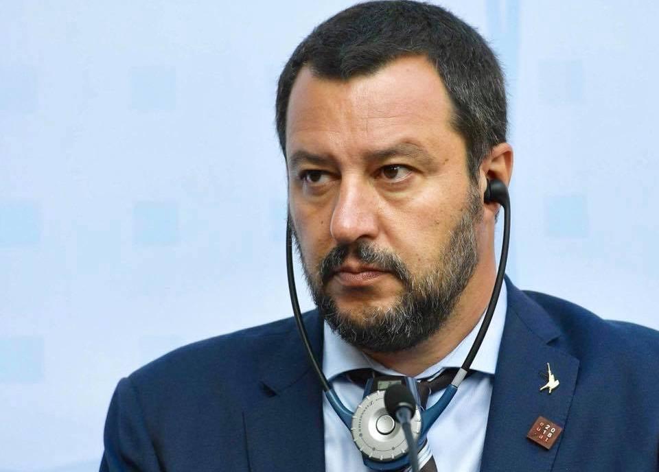 'Sparate a Salvini' e lui,'non ho paura'