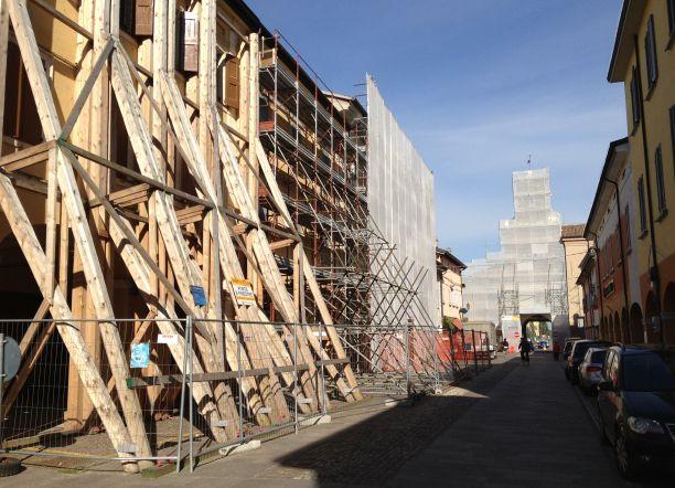 Il centro storico di Crevalcore, con i cantieri del dopo terremoto