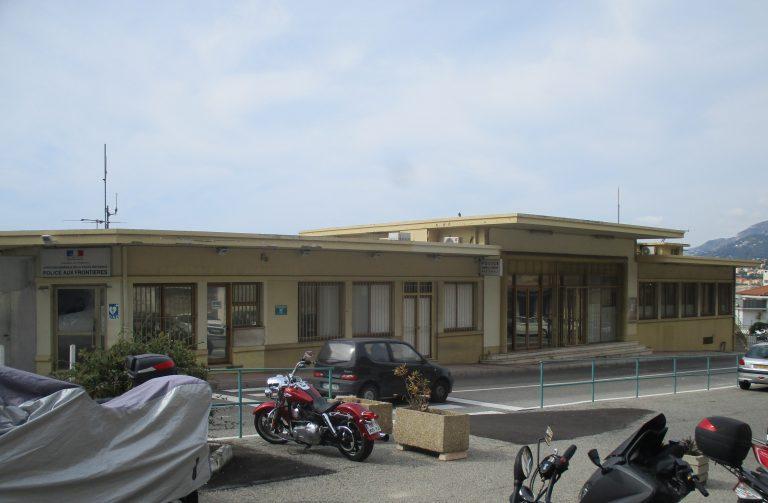 La polizia di frontiera Mentone