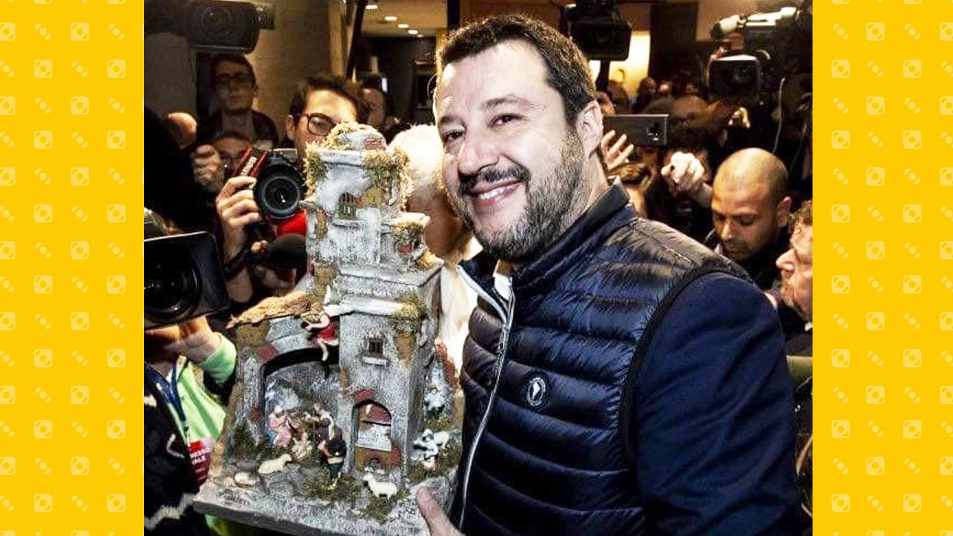Lega - Matteo Salvini col Presepe a Milano