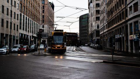 Milano riorganizza i trasporti per la riapertura delle scuole: parla l'assessore Granelli