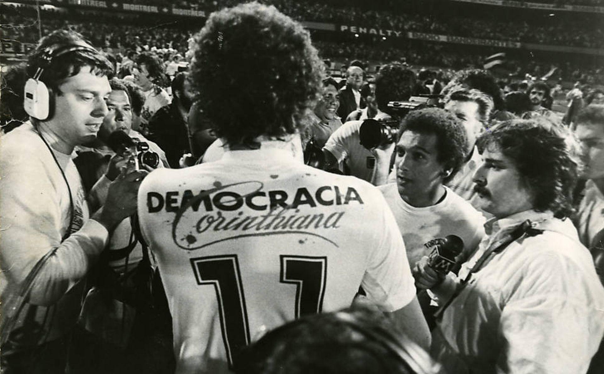 La democrazia nel calcio di Socrates