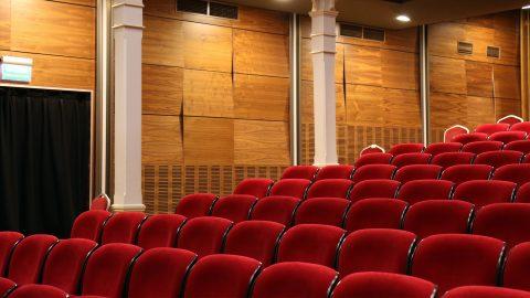Cinema e teatri chiusi. Il mondo della cultura si appella al governo