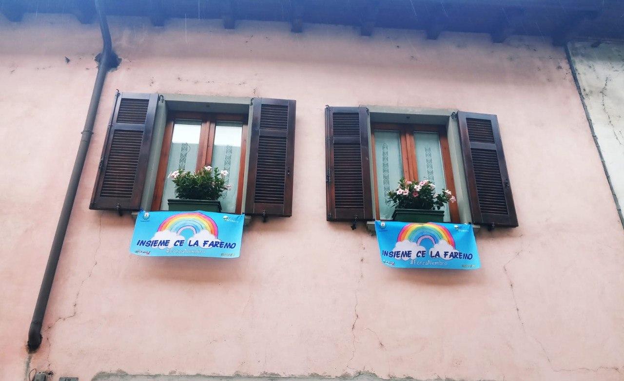 nembro bandiere finestre 2