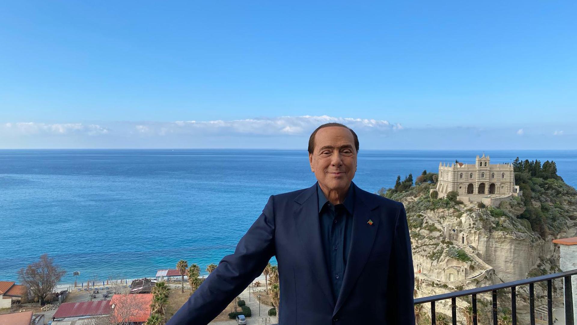 La salute precaria di Berlusconi, il caos tra i Cinque Stelle, le morti sul lavoro e le altre notizie della giornata