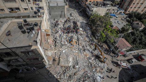 Il bilancio dei bombardamenti israeliani è sempre più grave, Meloni punta a Palazzo Chigi e le altre notizie della giornata