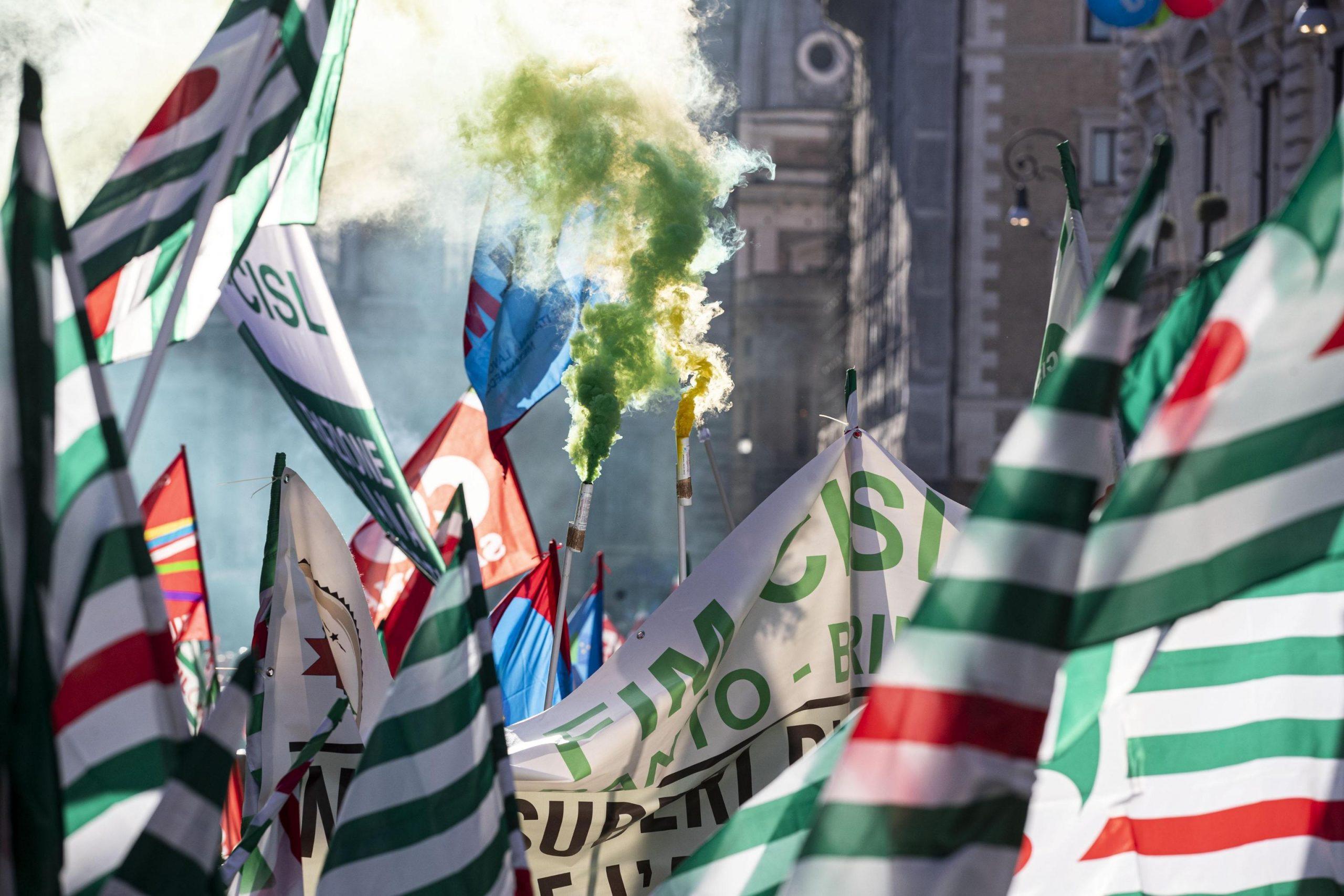 Non c'è accordo sulla proroga ai licenziamenti, il centrodestra milanese sbanda e le altre notizie della giornata