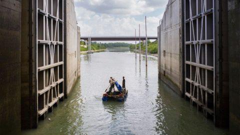 Il viaggio di Alex Bellini sul fiume Po per combattere l'inquinamento