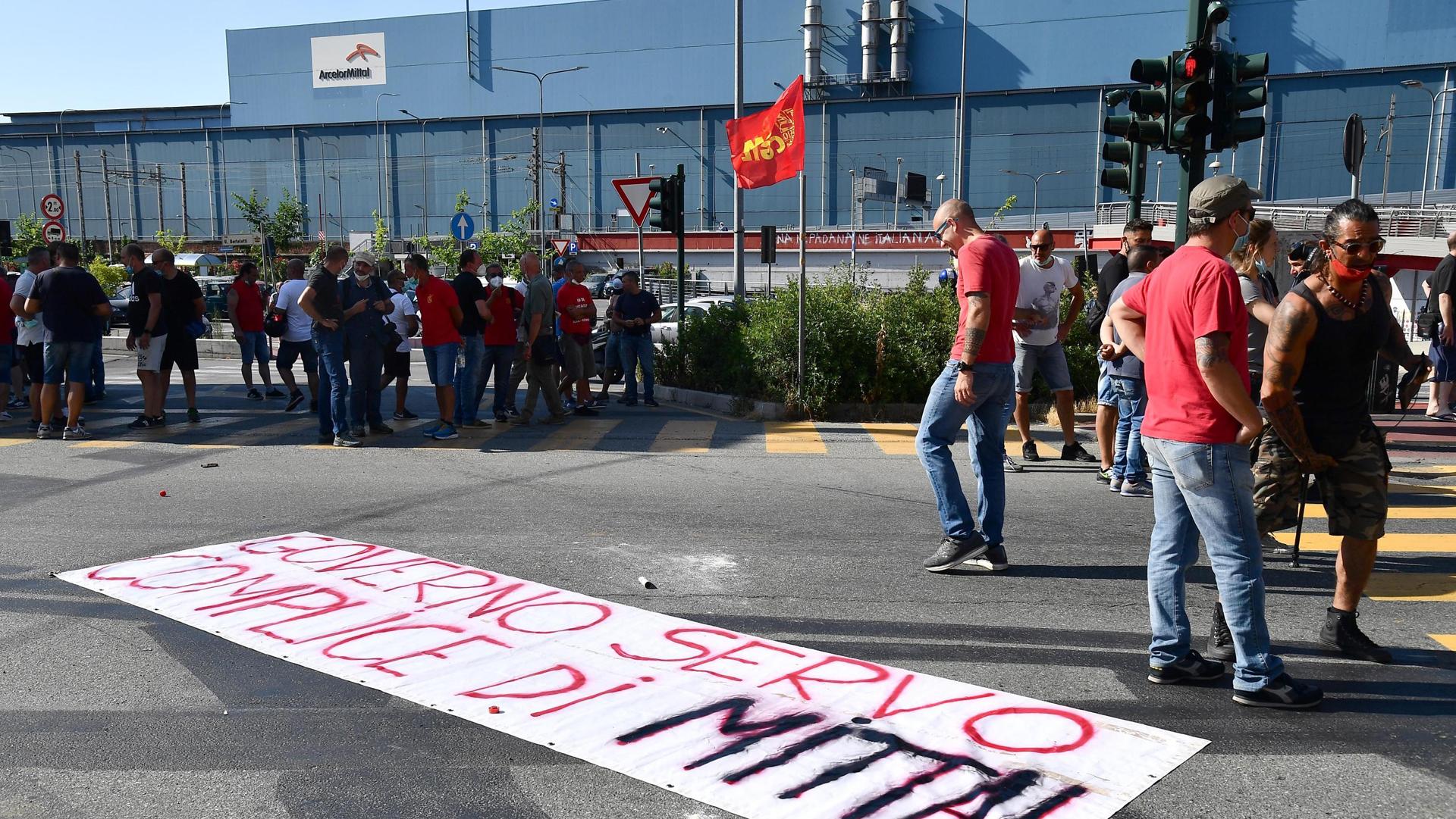 blocco licenziamenti ex ilva Cornigliano ANSA