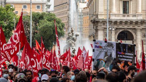 La protesta dei compagni di Adil a Roma, il primo pride di Lecco e le altre notizie della giornata