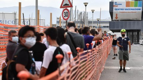 La corsa al vaccino dopo l'annuncio di Draghi, la cerimonia d'apertura delle Olimpiadi e le altre notizie della giornata