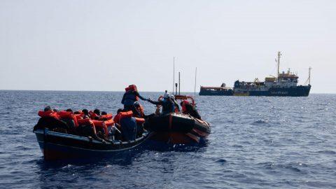 Gli appelli della Sea Watch ignorati dall'Italia, la nuova arroganza dei datori di lavoro e le altre notizie della giornata