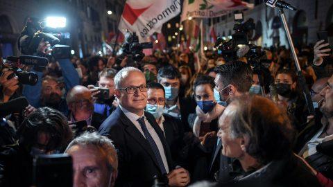 Il successo del centrosinistra ai ballottaggi, la sconfitta di Meloni e Salvini e le altre notizie della giornata
